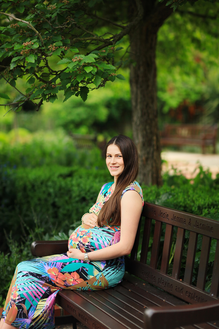 London_pregnancy_maternity_holland_park_portrait_photo_shoot_03