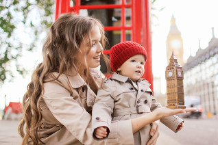 Family photoshoot in Central London, Mother and child portraits
