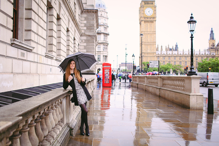 London_rainy_photo_shoot_westminster_street_Big_Ben_portrait_outdoor03