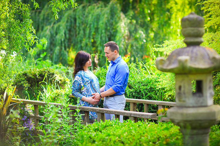 pregnancy_maternity_couple_photo_shoot_London_Regents_park_summer_rose_garden_sunset_001