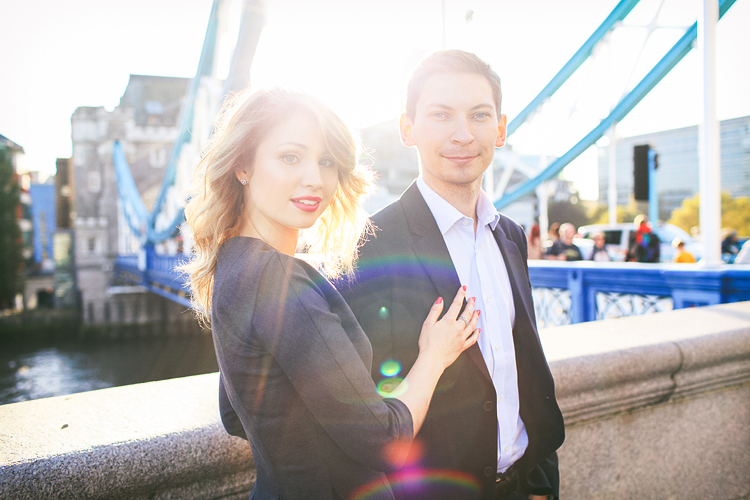love-photoshoot_london-tower-bridge-st-katharine-docks-autumn-outdoor_01
