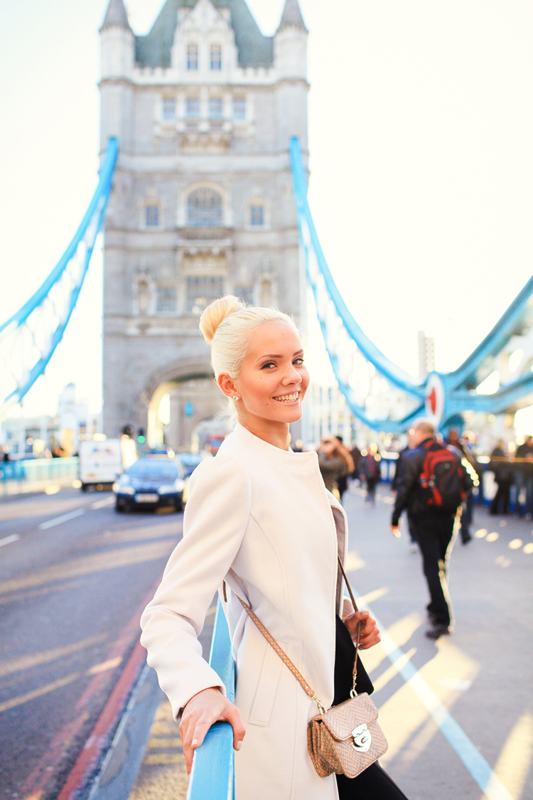 love-story-engagement-photoshoot-london-autumn-tower-bridge-st-katharine-docks_03