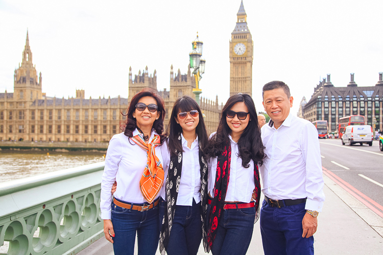 Family photoshoot in London Westminster Buckingham  Big Ben Tower03