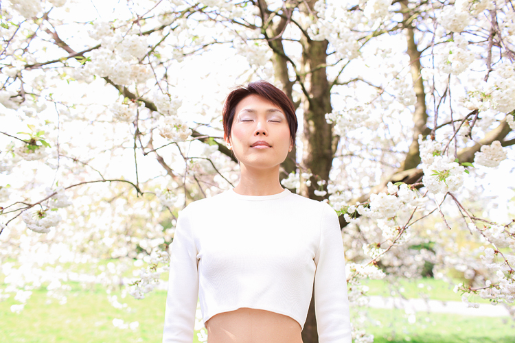 fashion spring sakura photo shoot cherry blossom london regents park outdoor portrait _03