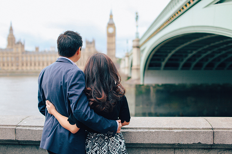 couples engagement love story pre wedding London photo shoot rainy day autumn westminster big ben
