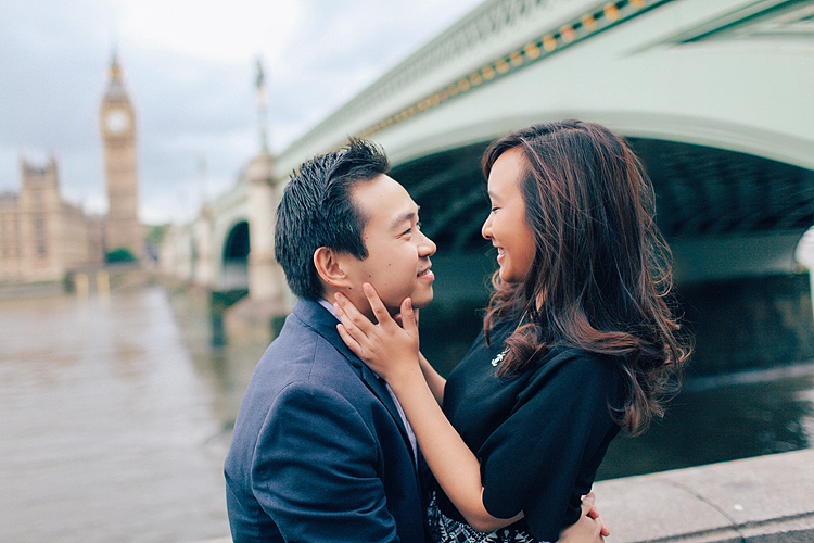 couples engagement love story pre wedding London photo shoot rainy day autumn westminster big ben  (1)