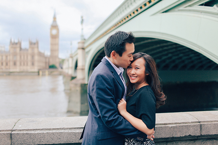 couples engagement love story pre wedding London photo shoot rainy day autumn westminster big ben  (2)