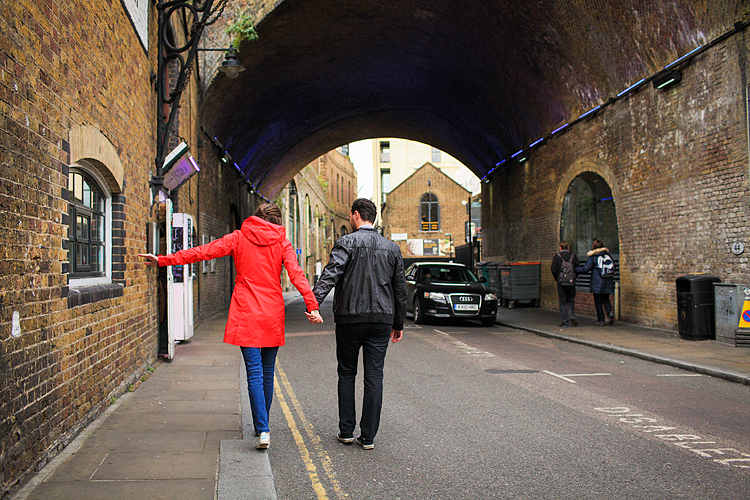 couples engagement love story photo shoot autumn London Borough market Tower Bridge Vinopolis Piazza (2)