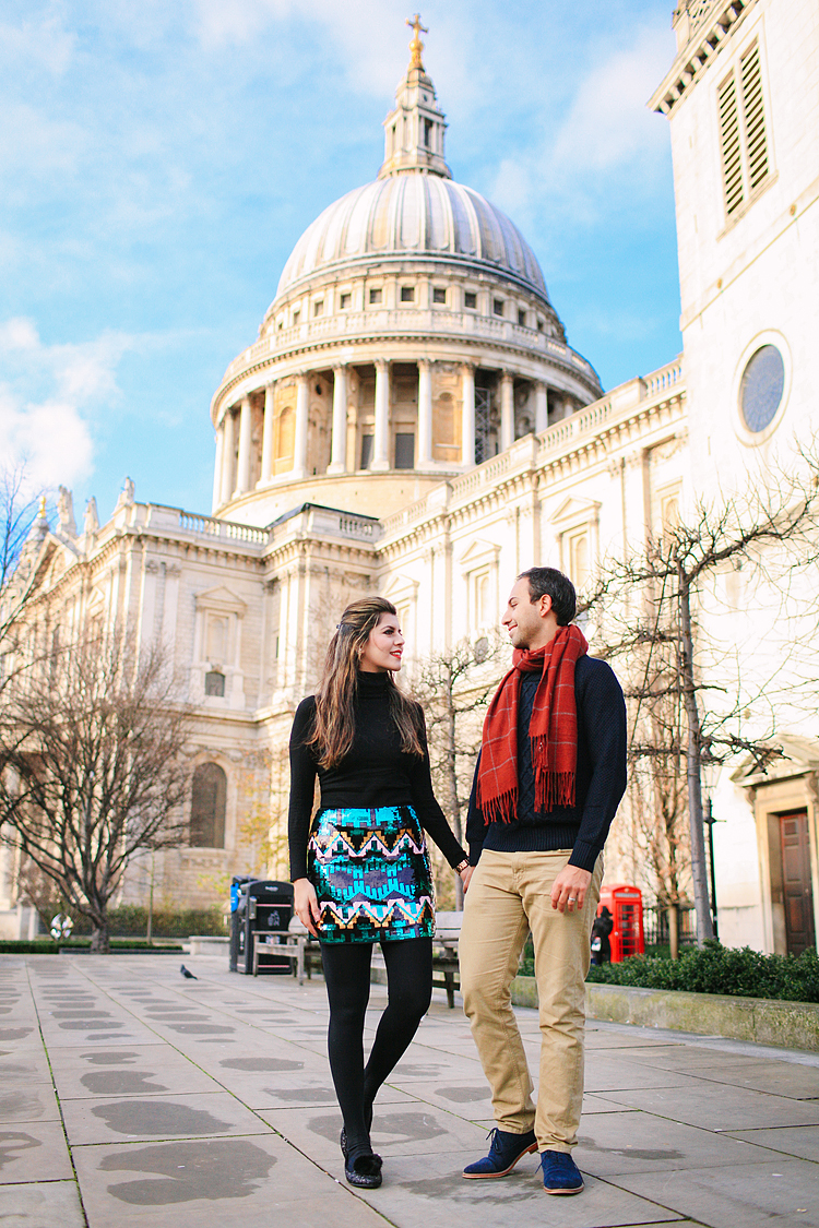st pauls cathedral millenium bridge engagement couples photo shoot winter (2)