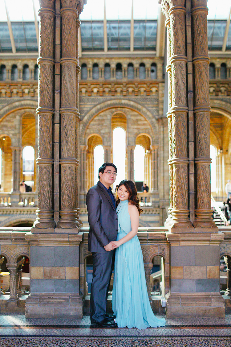 south kensington london spring magnolia natural history museum notting hill engagement pre wedding couples photo shoot