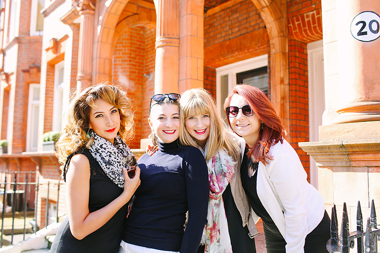 friends girls party outdoor London photo shoot chelsea kings road portrait spring (1)