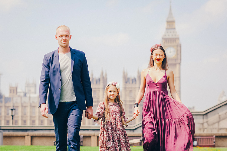 family portrait fashion photoshoot london westminster big ben summer dress (2)