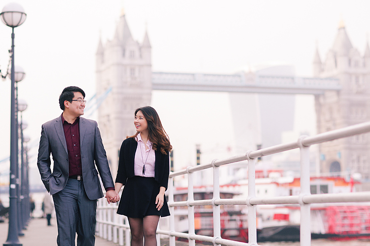engagement couples photographer pre wedding london love big ben westminster tower bridge spring couple photo shoot piccadilly evening (1)