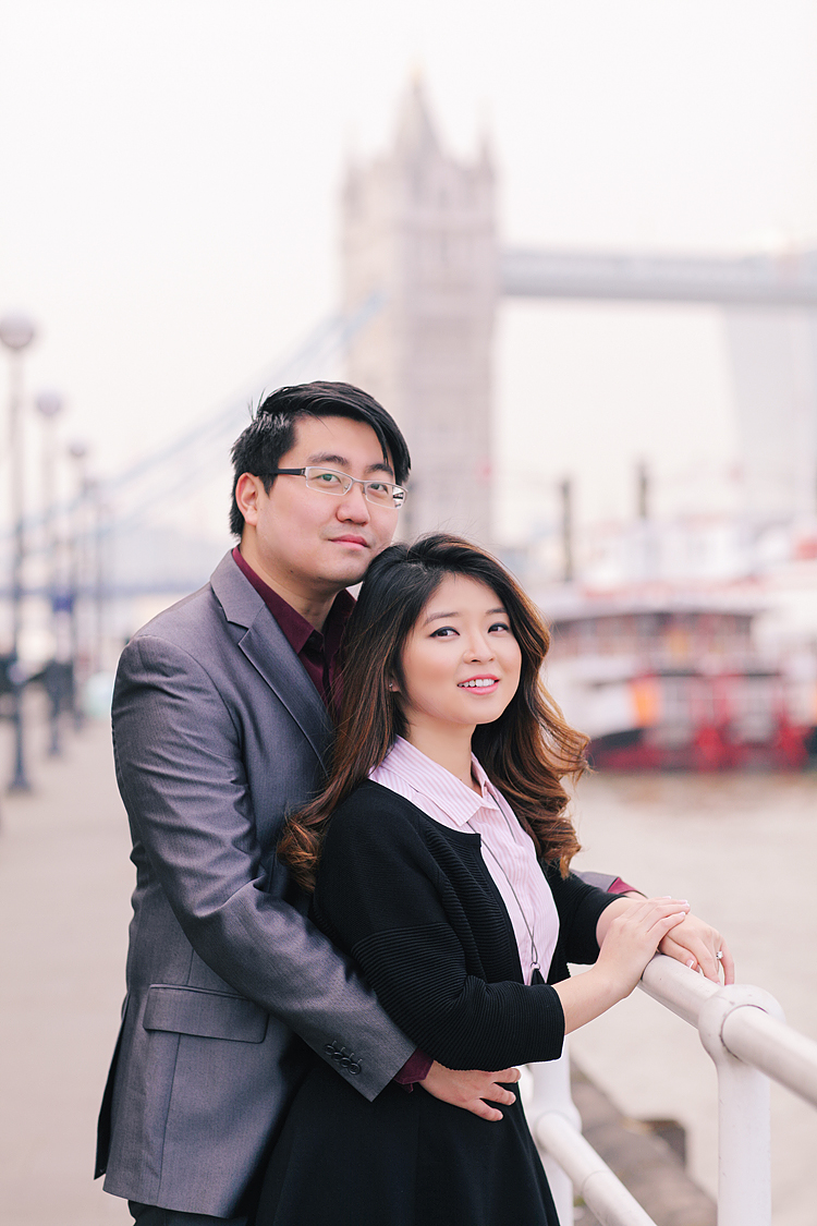 engagement couples photographer pre wedding london love big ben westminster tower bridge spring couple photo shoot piccadilly evening (2)