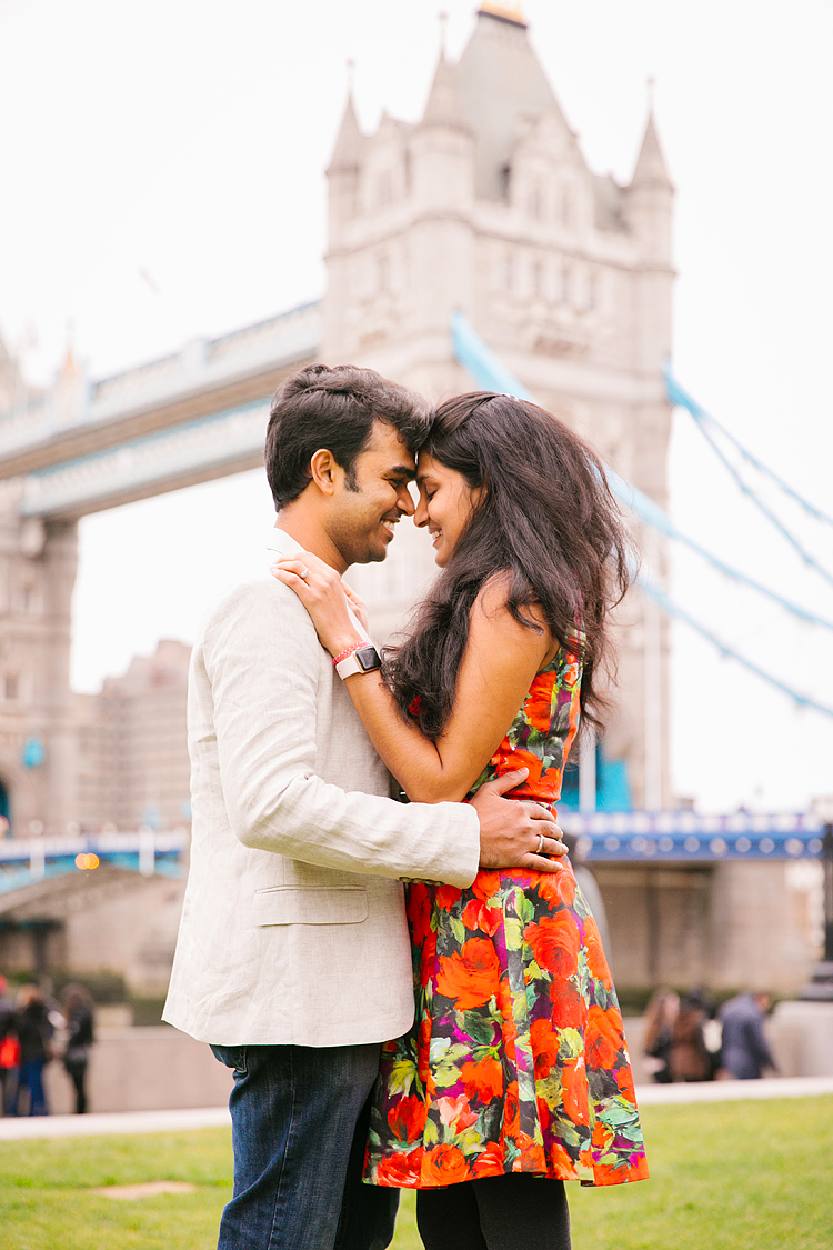 london christmas winter couples photo shoot engagement pre wedding photographer tower bridge (1)