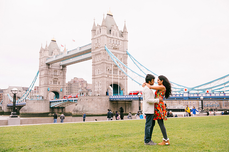 london christmas winter couples photo shoot engagement pre wedding photographer tower bridge (2)